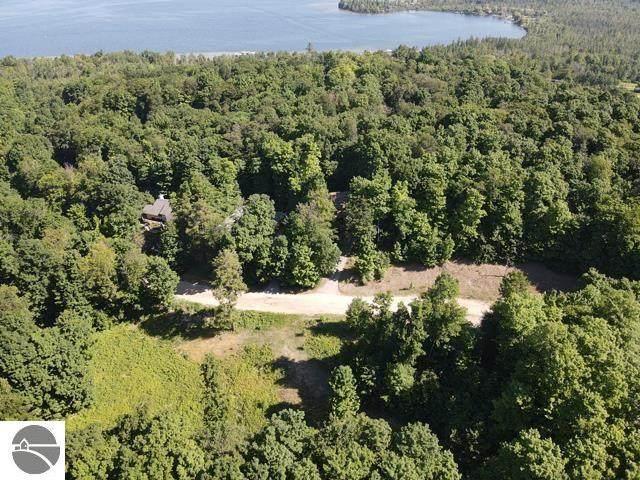 E Lake Bluffs Drive, Traverse City, MI 49684 (MLS #1889047) :: Boerma Realty, LLC