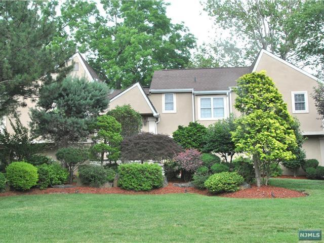 10 Cobblestone Xing, Norwood, NJ 07648 (MLS #1725370) :: William Raveis Baer & McIntosh