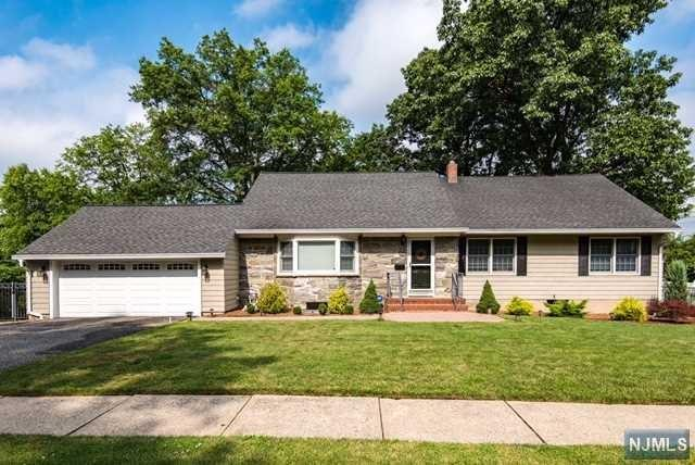 77 Colonial Rd, Emerson, NJ 07630 (MLS #1729373) :: William Raveis Baer & McIntosh