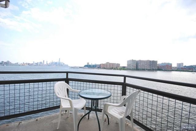 600 Harbor Blvd #948, Weehawken, NJ 07086 (MLS #1729914) :: The DeVoe Group