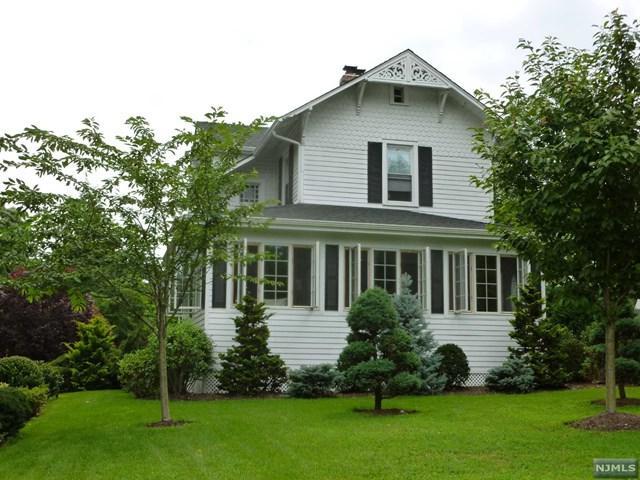 1010 E Ridgewood Ave, Ridgewood, NJ 07450 (#1731884) :: RE/MAX Properties