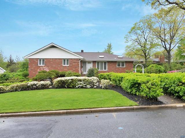 61 Oakwood Ln, Englewood Cliffs, NJ 07632 (MLS #1732323) :: William Raveis Baer & McIntosh