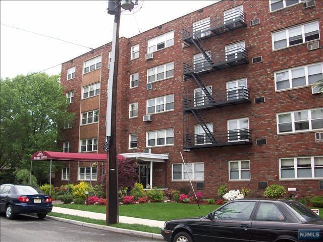 2200 Center Ave B4, Fort Lee, NJ 07024 (MLS #1734108) :: William Raveis Baer & McIntosh