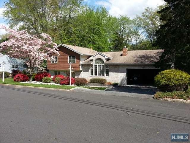 421 Briarwood Ln, Northvale, NJ 07647 (MLS #1735822) :: William Raveis Baer & McIntosh