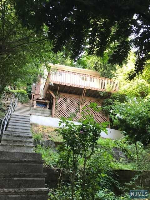 5 Old Wood Rd, Edgewater, NJ 07020 (MLS #1737508) :: William Raveis Baer & McIntosh