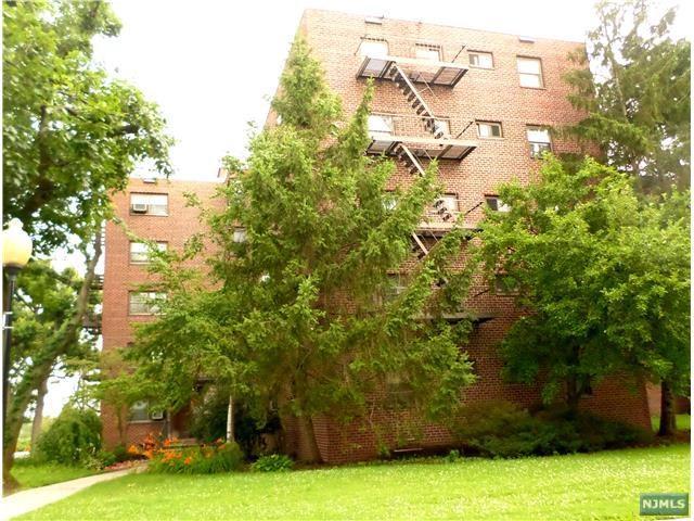 3021 Edwin Ave 5H, Fort Lee, NJ 07024 (MLS #1737765) :: William Raveis Baer & McIntosh