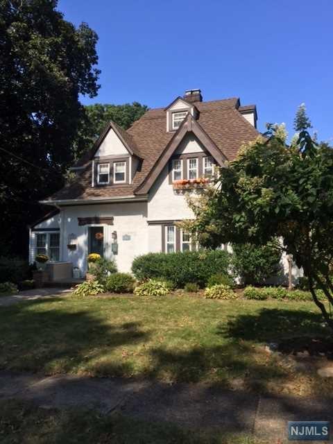 114 James St, Westwood, NJ 07675 (MLS #1738768) :: The Dekanski Home Selling Team