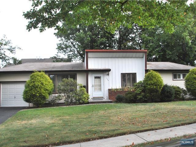 154 Reservoir Ave, River Edge, NJ 07661 (#1739126) :: RE/MAX Properties