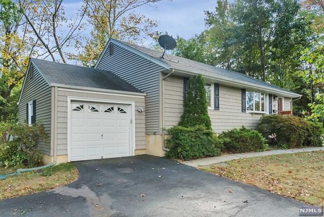 190 Spring Valley Rd, Park Ridge, NJ 07656 (MLS #1739174) :: The Dekanski Home Selling Team