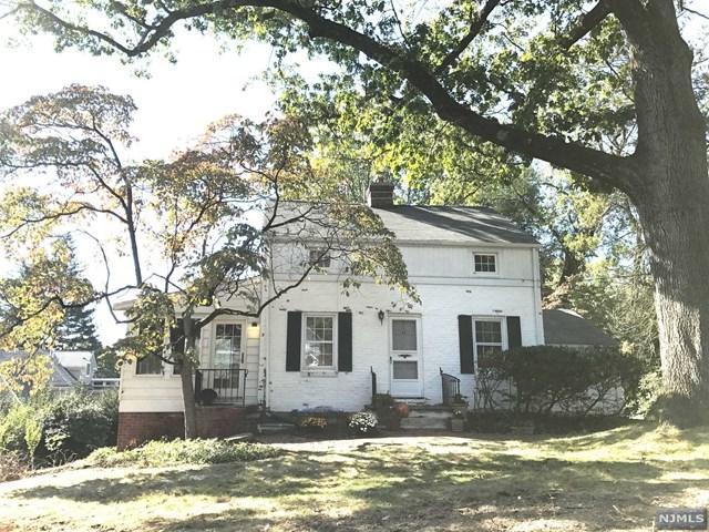 21 Glendale Rd, Park Ridge, NJ 07656 (MLS #1740411) :: The Dekanski Home Selling Team