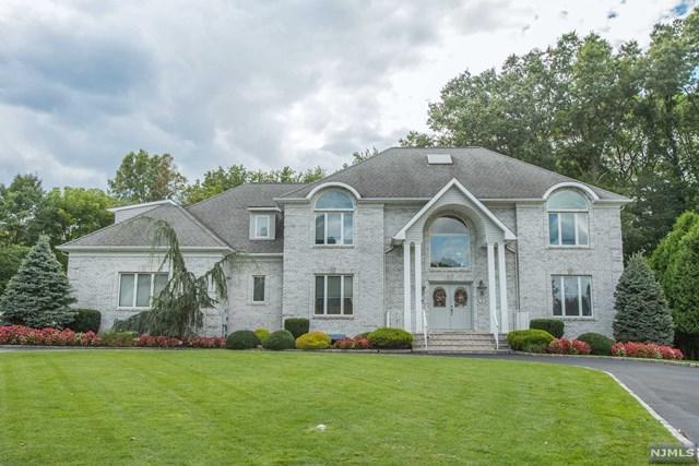 36 Ramkay Dr, Fairfield, NJ 07004 (MLS #1740515) :: The Dekanski Home Selling Team