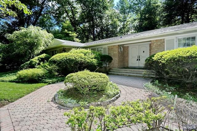 17 Hawthorne Ter, Saddle River, NJ 07458 (#1740667) :: RE/MAX Properties