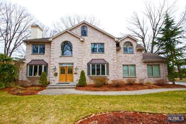 358 Harrison St, Paramus, NJ 07652 (#1741168) :: RE/MAX Properties
