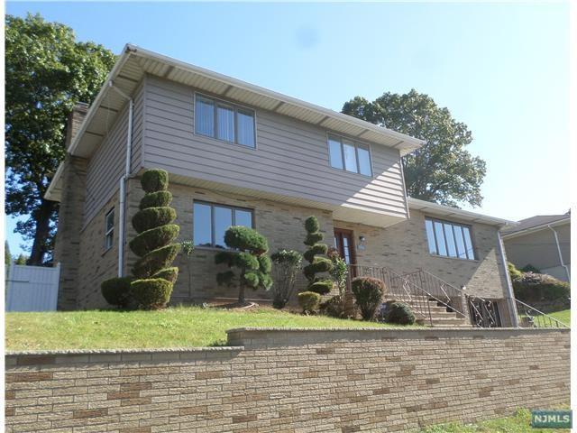 780 Oakwood Ln, Ridgefield, NJ 07657 (#1741569) :: Group BK