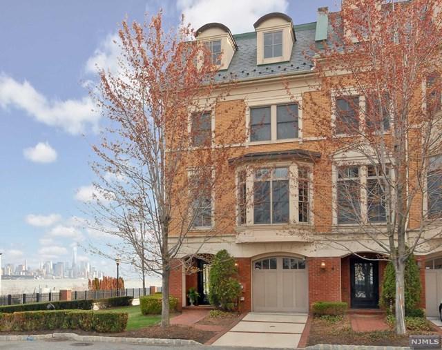 5 Carlyle Ct, Weehawken, NJ 07086 (MLS #1744988) :: The DeVoe Group