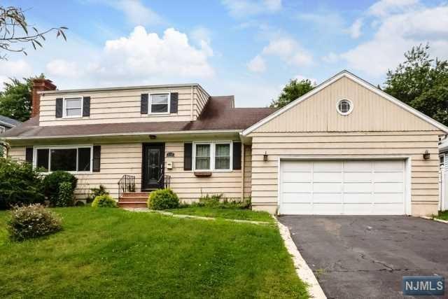 1338 Broad St, Bloomfield, NJ 07003 (MLS #1745193) :: The Dekanski Home Selling Team