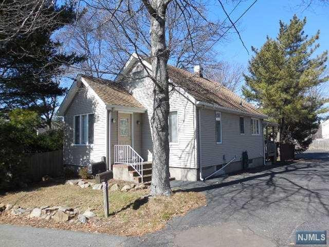 786 Preakness Ave, Wayne, NJ 07470 (MLS #1745450) :: Carrington Real Estate Services