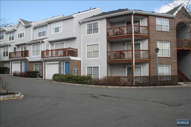 553 Ridge Ln, Fort Lee, NJ 07024 (MLS #1745806) :: William Raveis Baer & McIntosh