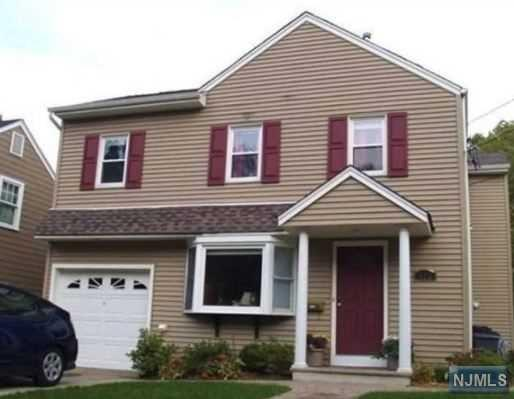 406 Burlington Road, Paramus, NJ 07652 (#1746638) :: RE/MAX Properties