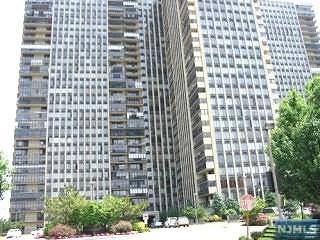 200 Winston Drive #1216, Cliffside Park, NJ 07010 (MLS #1747651) :: William Raveis Baer & McIntosh