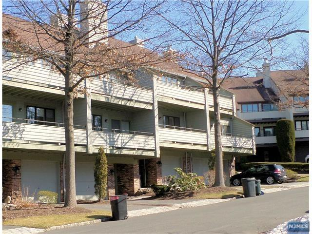 90 Meadowview Court, Leonia, NJ 07605 (MLS #1803457) :: William Raveis Baer & McIntosh