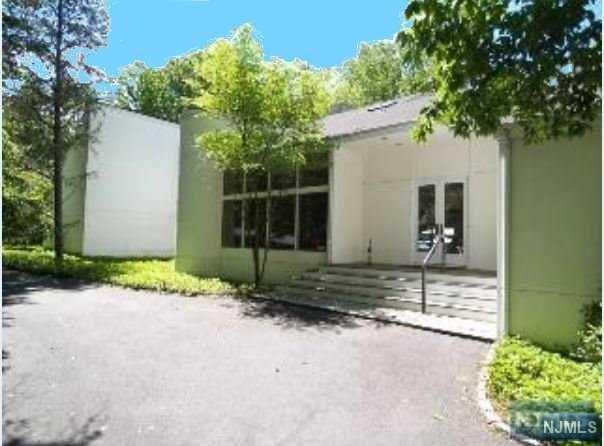 32 Kennedy Drive, Cresskill, NJ 07626 (MLS #1809459) :: William Raveis Baer & McIntosh