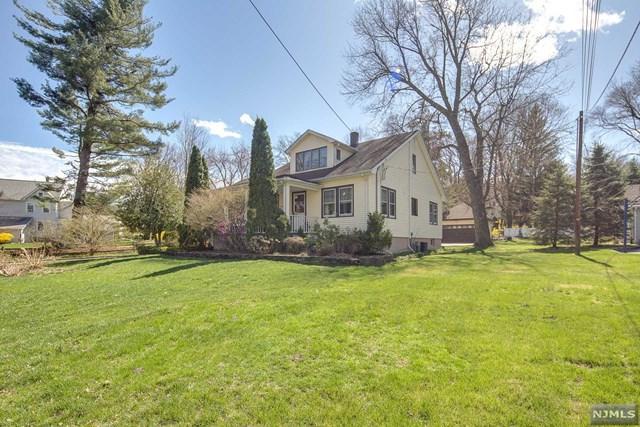 12 Hillside Avenue, Midland Park, NJ 07432 (MLS #1817550) :: The Dekanski Home Selling Team