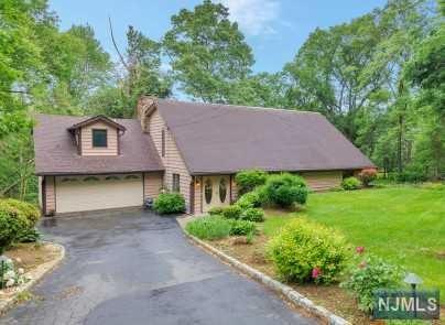 52 Hillcrest Avenue, Montville Township, NJ 07045 (MLS #1822802) :: William Raveis Baer & McIntosh