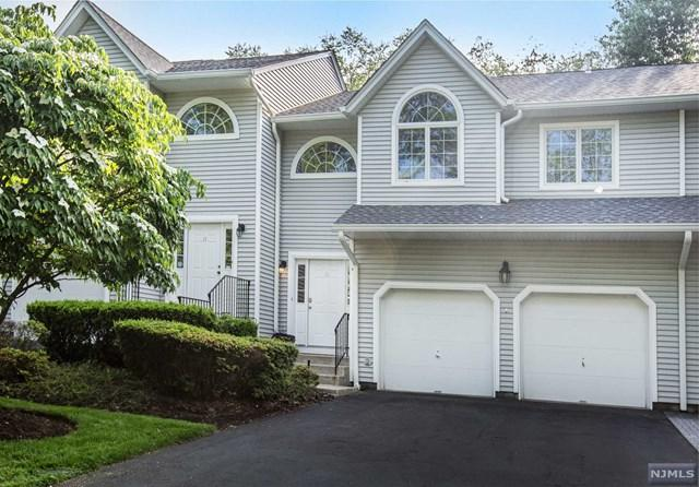 15 Schill Place #15, Hillsdale, NJ 07642 (MLS #1823177) :: The Dekanski Home Selling Team