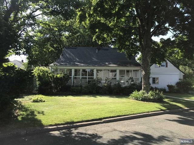 595 Longview Place, Hasbrouck Heights, NJ 07604 (MLS #1824087) :: The Dekanski Home Selling Team