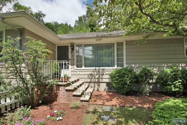 504 Summit Avenue, Franklin Lakes, NJ 07417 (MLS #1824372) :: The Dekanski Home Selling Team
