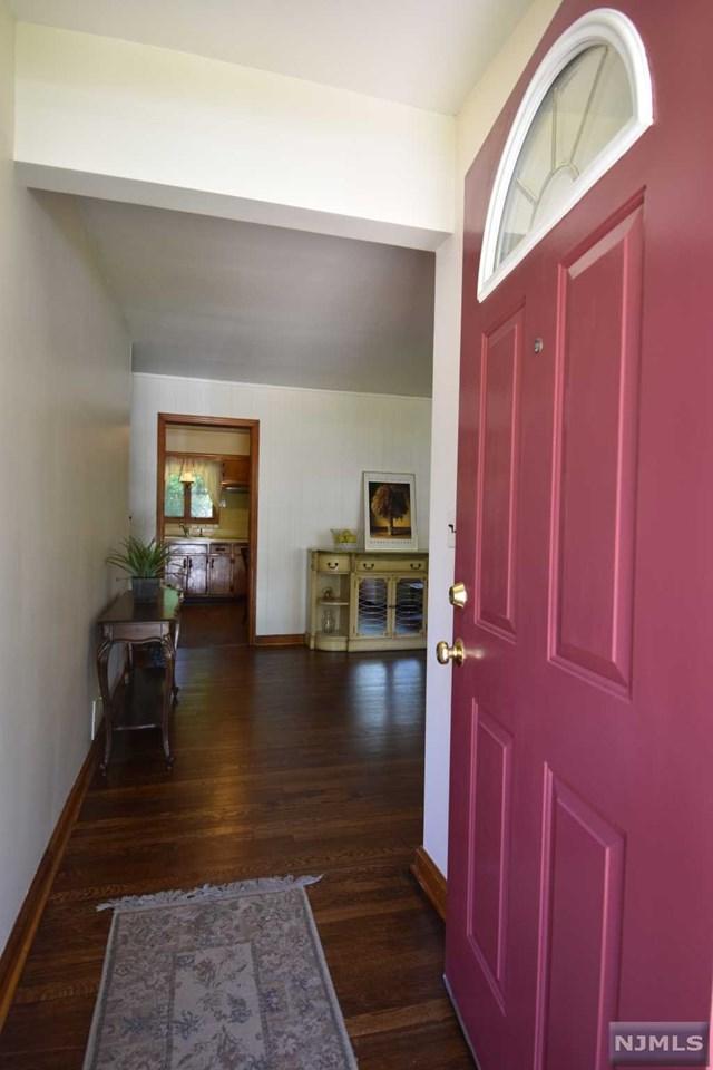 4 Voorhees Street, Teaneck, NJ 07666 (MLS #1824922) :: The Dekanski Home Selling Team