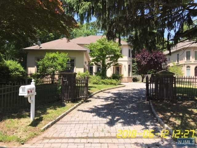 416 Piermont Road, Closter, NJ 07624 (MLS #1825146) :: The Dekanski Home Selling Team
