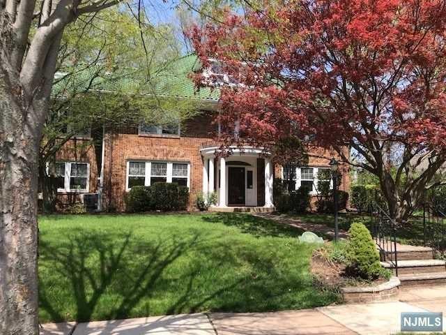 269 Vandelinda Avenue, Teaneck, NJ 07666 (MLS #1825371) :: The Dekanski Home Selling Team
