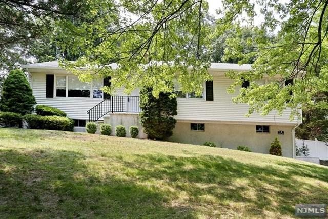 1A Country Lane, Hillsdale, NJ 07642 (MLS #1825557) :: The Dekanski Home Selling Team