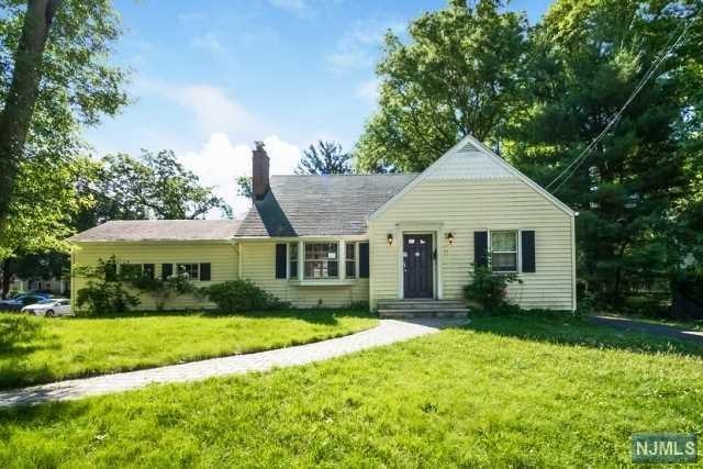 66 Hopkins Street, Hillsdale, NJ 07642 (MLS #1825645) :: William Raveis Baer & McIntosh