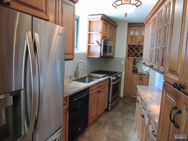 235 Prospect Avenue 2F, Hackensack, NJ 07601 (MLS #1825797) :: William Raveis Baer & McIntosh