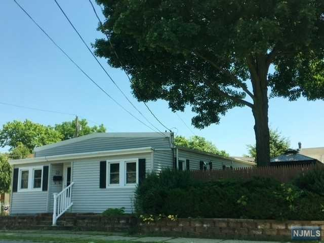 22 Union Avenue, Bloomingdale, NJ 07403 (MLS #1828409) :: William Raveis Baer & McIntosh
