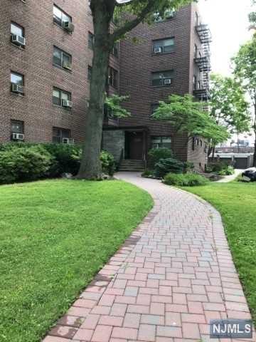 3020 Edwin Avenue 5E, Fort Lee, NJ 07024 (#1829661) :: Group BK