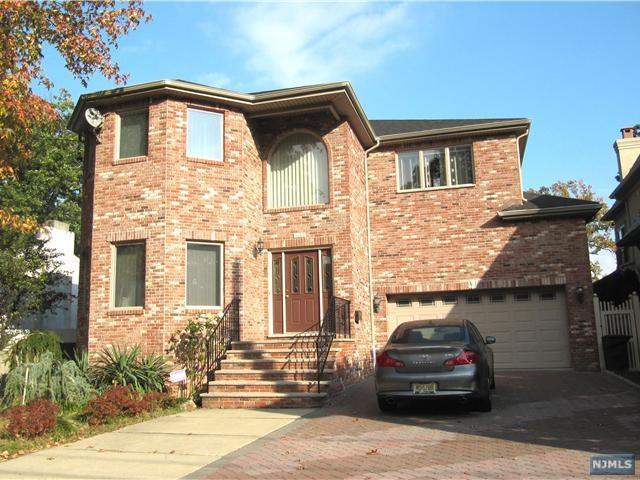 1056 Edgewood Lane, Fort Lee, NJ 07024 (#1829728) :: Group BK