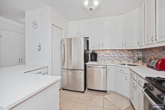 2000 Linwood Avenue 18T, Fort Lee, NJ 07024 (#1829876) :: Group BK