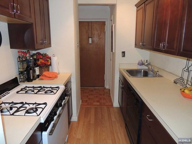 150 Overlook Avenue 8B, Hackensack, NJ 07601 (#1830214) :: RE/MAX Properties