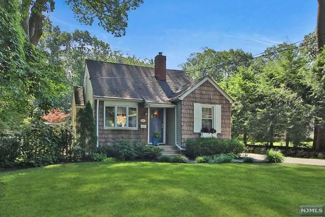 288 Voorhis Avenue, Wyckoff, NJ 07481 (MLS #1832862) :: The Dekanski Home Selling Team