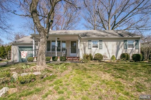 321 Hoover Avenue, Twp Of Washington, NJ 07676 (#1833134) :: Group BK