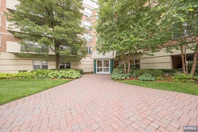 200 Grand Cove Way 2Gn, Edgewater, NJ 07020 (MLS #1833472) :: The Dekanski Home Selling Team