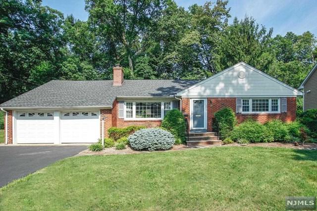 293 W Stevens Avenue, Wyckoff, NJ 07481 (MLS #1833909) :: The Dekanski Home Selling Team
