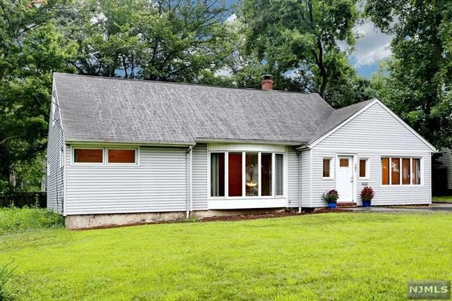 107 Harding Road, Wyckoff, NJ 07481 (MLS #1834031) :: The Dekanski Home Selling Team