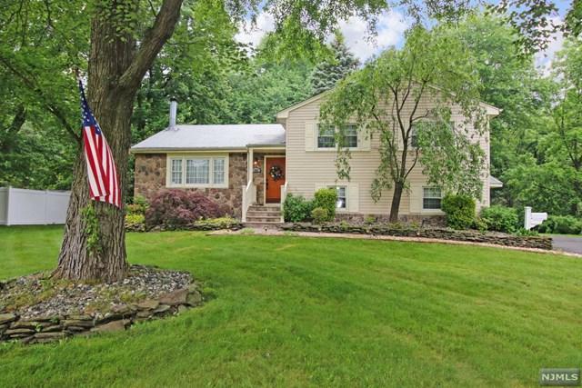 486 Cedar Hill Avenue, Wyckoff, NJ 07481 (MLS #1834287) :: The Dekanski Home Selling Team