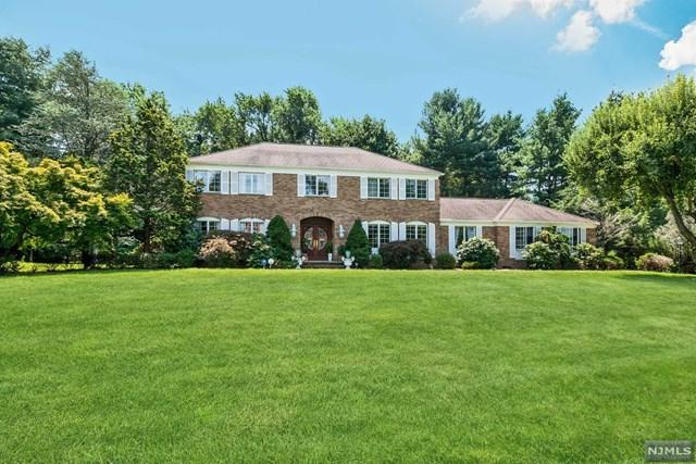 2 Strawberry Hill Court, Montvale, NJ 07645 (MLS #1834330) :: The Dekanski Home Selling Team