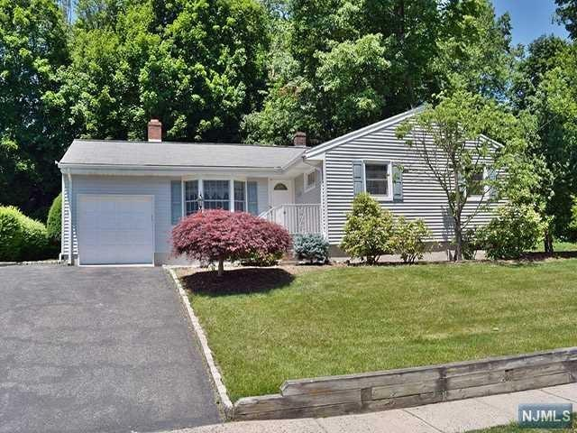 172 Pascack Road, Park Ridge, NJ 07656 (#1834570) :: Group BK